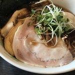 中華蕎麦 瑞山 - 特製中華そば ¥960  大盛 ¥100  チャーシューも柔らかく大きい