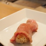 """お肉屋 けいすけ 三男坊 - コース外アラカルトで追加した""""高森和牛の一口炙り寿司"""""""