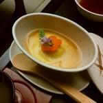 89334682 - 季節の物:柔らかとうもろこし・豆腐・帆立真丈・花人参を美味餡で~紫蘇花の風味と共に~