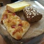 89334687 - lunchセットのパン 3種類