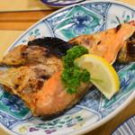 動坂食堂 - 鮭カブト焼き(450円)2018年7月