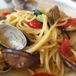 BABBO - パスタ:ズッキーニとプチトマトのボンゴレビアンコのアップ