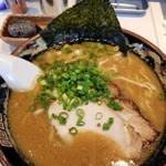 麺道昇憲 - 料理写真:豚骨味噌ラーメン(税込850円)+後乗せ溶岩ボール+割スープ