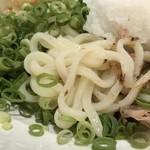武膳 - 麺は程よいコシ・ツヤがあり好み。
