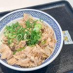 吉野家 - 料理写真:夏季限定メニュー「ねぎ塩豚丼(アタマの大盛り)」(590円)。