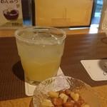 ホテル華の湯 - ラウンジで夕食前に一杯