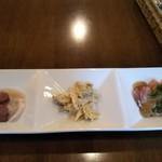 きがるな洋食屋さん - 料理写真:右からローストビーフ、鶏ささ身の和え物、海老の。。。忘れた( ̄▽ ̄;)
