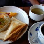 昔ながらの喫茶店友路有 - ホットサンド(ハム&チーズ)¥580スープドリンク付き