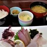 玄海 若潮丸 - 刺身定食。