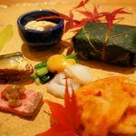 天の川 かささぎ - 先付です。ローストビーフやスモークサーモンのお寿司など。