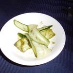 赤坂 四川飯店 - 葱山椒ソースの雲白肉の胡瓜です。