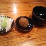 89348811 - 関東風ネギ、赤オニ(辛子挽肉)