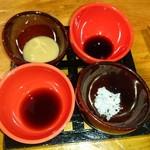 入舟 - 白焼きのつけ垂れ(四種類 岩塩、ポン酢、醤油?、味噌?とわさびで楽しめます)
