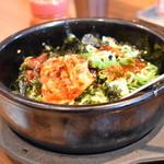 カルビ丼とスン豆腐専門店 韓丼  - タコキムチの石焼ピビンバ
