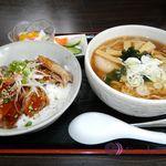 麗華 - 料理写真:お昼のセットメニュー¥1,000。カルビ丼+半ラーメン+漬物+杏仁豆腐。