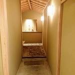 89356407 - 客室へのアプローチ、素敵ですね。