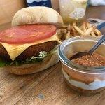 エイトマンズ シーバーグ - チーズトマトフィッシュバーガー(濃厚トマタルソース)
