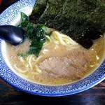 豚骨醤油 蕾 - ラーメン:690円