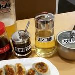 89358483 - 自家製餃子タレ、自家製ラー油、リンゴ酢、大根おろし