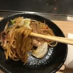 大阪お好み焼き 清十郎 - 焼きそば麺アップ
