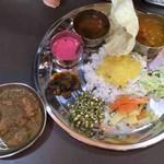 インド食堂ワナッカム - ベジミールス+アジョワンチキン