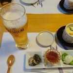 89362090 - お通し、生ビール、アサリの茶碗蒸し