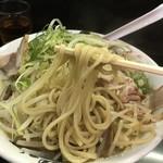 麺屋 丈六 - のスたインスパイアラーメン(750円)麺リフト
