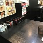 天神らぁめん - テーブル席(水は支給)