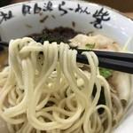らーめん砦 - 海老潮らーめん(880円)麺リフト