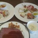 ミケーラ - チーズやハム等の前菜の写真(右上)を削除してしまいました。