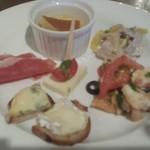 ミケーラ - 前菜 チーズやフォアグラのフラン、お代わり。