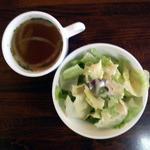 8937551 - ステーキくいしんぼサービスセット315円サラダとスープ[オナーズガーデン北烏山編]