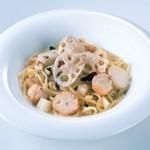 モッチモ・パスタ - みつせ鶏のつみれと根菜のペペロンチーノ