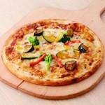 モッチモ・パスタ - たっぷり野菜のミートピザ