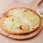 モッチモ・パスタ - クワトロフォルマッジ 4種チーズ入りピザ