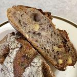 パンやきどころ RIKI - ラム酒に漬け込んだオーガニックの白イチジクとクルミ