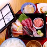 目黒魚金 - 週替わり刺身御膳。魚金自慢の新鮮なお刺身と、週替わりのおかずがセットになった御膳です。※ランチ営業です。