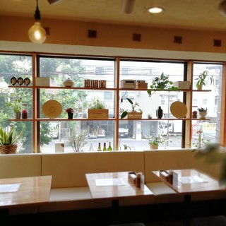 お洒落なカフェ空間でごゆっくりお過ごし下さい。