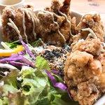8cafe - 料理写真:ジューシィ唐揚げ丼