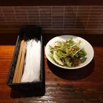 Kaito Bal - ランチにつくサラダ