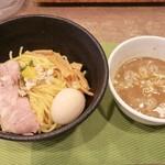 狐狸丸 - 「特濃つけ麺」(860円)+クーポン無料サービスの味玉