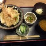 海へ - 海鮮天丼(味噌汁・サラダ・小鉢付)「