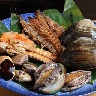 旬のお魚をお寿司で、お料理で・・・五反田駅より徒歩5分。