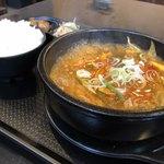 韓国料理HANA - テールスープ(赤)ランチ