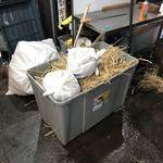 89398115 - 鰹用の藁焼き