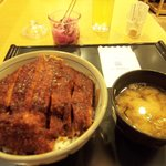矢場とん - みそひれかつ丼定食¥1.155(みそ汁、漬物付)
