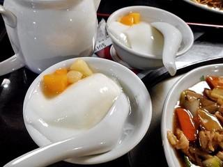 日光 翠園 - 定食にセットされた杏仁豆腐