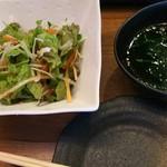 焼肉 絆 - レディース定食大盛サラダ、わかめスープ