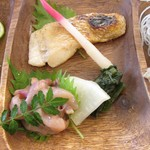 Sakanaya Uohide - 本日の鮮魚塩焼き(のどぐろ)・イカの塩辛・香の物