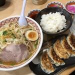 めん丸 - ♪丸味噌ラーメン¥740 餃子セット¥320
